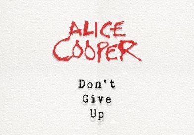 """Alice Cooper lanza """"Don't Give Up"""": una nueva canción con mensaje de apoyo para los desafíos de la actual crisis mundial"""