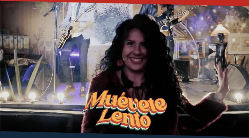 Una mujer en la imagen y letras de Muévete Lento